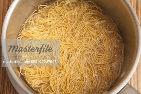 Cooked spaghetti in a saucepan
