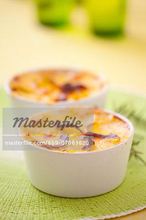 Potato gratin in ramekins