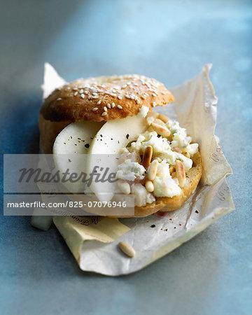 Pear and gorgonzola bagel sandwich