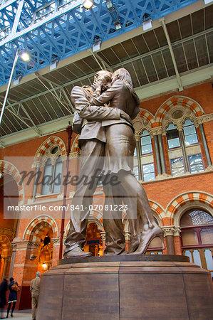 The Meeting Place bronze statue, St. Pancras Railway Station, London, England, United Kingdom, Europe