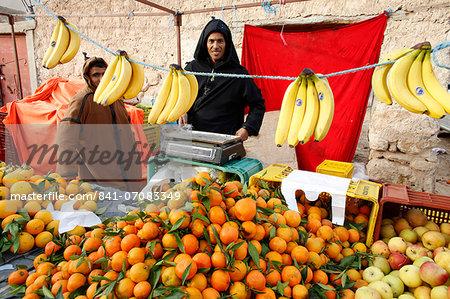 Fruit stall at Douz weekly market, Kebili, Tunisia, North Africa, Africa