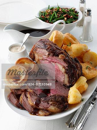 Boned roast rib of beef table seing