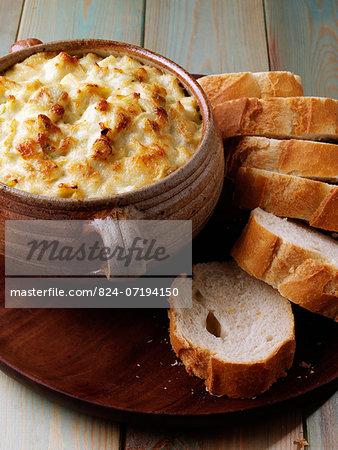 Parmesan artichoke dip  with french bread