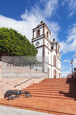 Sculpture of pigs, Iglesia de la Candelaria church at the Plaza Candelaria, Ingenio, Gran Canaria, Canary Islands, Spain, Europe