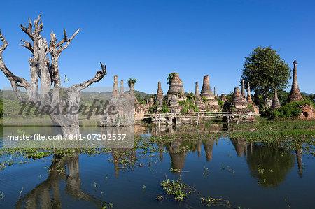 Samkar Pagoda, Inle Lake, Shan State, Myanmar (Burma), Asia