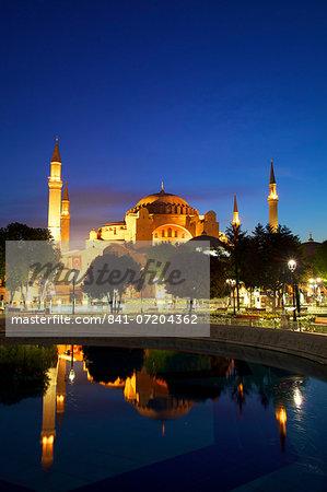 Hagia Sophia (Aya Sofya Mosque) (The Church of Holy Wisdom) at sunrise, UNESCO World Heritage Site, Istanbul, Turkey, Europe