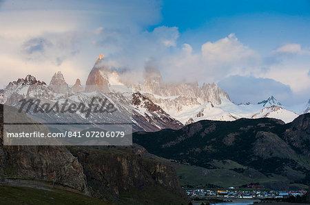 View of Mount Fitzroy (Cerro Fitz Roy) near El Chalten, Los Glaciares National Park, UNESCO World Heritage Site, Santa Cruz Province, Patagonia, Argentina, South America