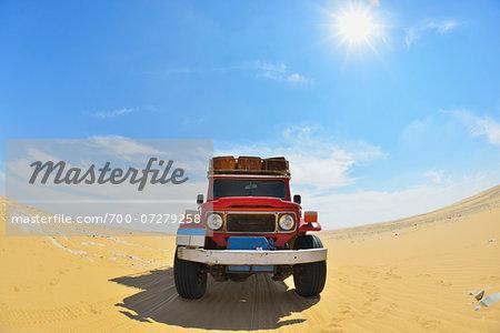 Four Wheel Drive Car in Desert with Sun, Matruh Governorate, Libyan Desert, Sahara Desert, Egypt, Africa