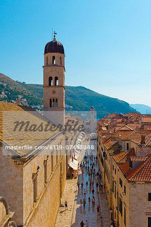 The Stradun (Placa Ulica) and Tower of the Franciscan Monastery, Old Town (Stari Grad), UNESCO World Heritage Site, Dubrovnik, Dalmatia, Croatia, Europe