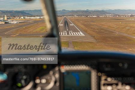 Landing a light aircraft at MFR, Medford, Oregon, USA