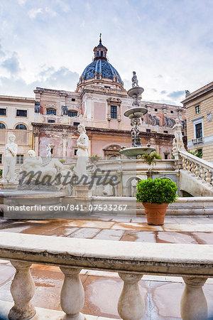 Pretoria Fountain (Fontana Pretoria) in Piazza Pretoria (Pretoria Square), Palermo, Sicily, Italy, Europe
