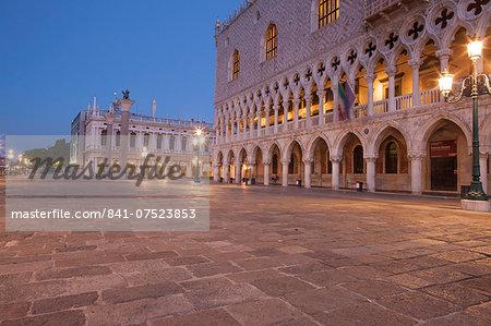 Doge's Palace on Piazza San Marco, Venice, UNESCO World Heritage Site, Veneto, Italy, Europe