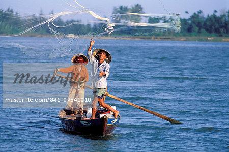 Fisherman casting net, Hoi Han, Vietnam, Indochina, Southeast Asia, Asia