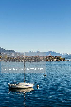 View over Isola Superiore (Isola dei Pescatori), Borromean Islands, Lake Maggiore, Piedmont, Italian Lakes, Italy, Europe