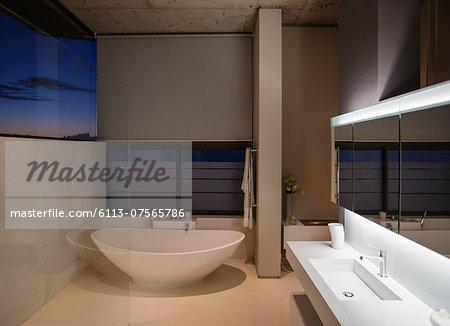 Soaking tub in modern bathroom