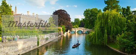 Cambridge city centre, the River Cam and university buildings, Cambridge, England.