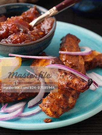 Chicken tandoori with red onions and chutney