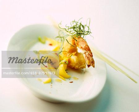 Deep-fried prawn with mango strips