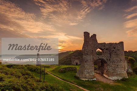 Pennard Castle, overlooking Three Cliffs Bay, Gower, Wales, United Kingdom, Europe