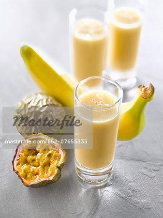Banana-passionfruit smoothies