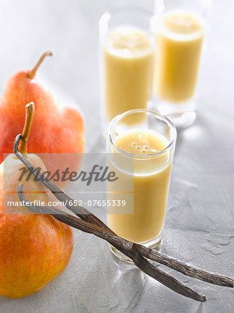 Pear-vanilla smoothies