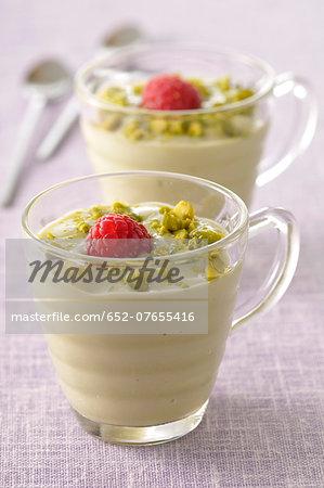 Pistachio cream dessert
