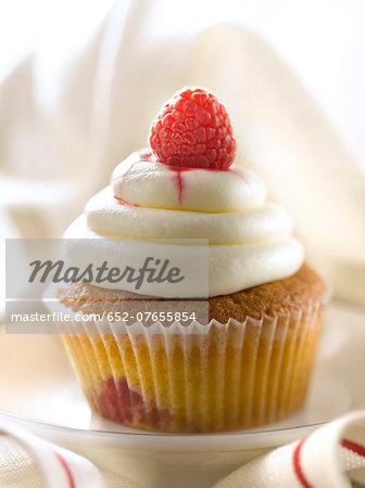 Cream cheese and raspberry cupcake