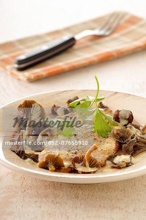 Veal escalope in creamy mushroom sauce