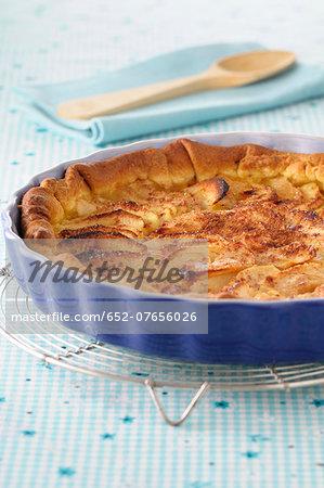Cinnamon-flavored apple tart