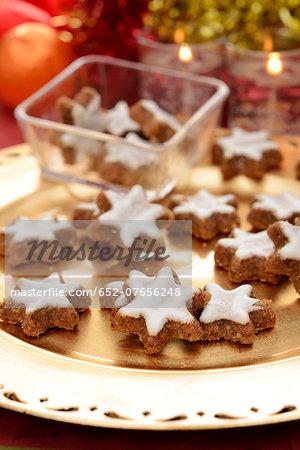 Cinnamon-flavored star-shaped gingerbread