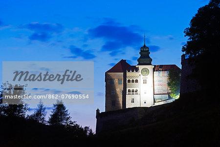 Europe, Poland, Malopolska, Ojcow National Park, Pieskowa Skala Castle