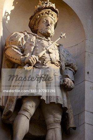 Henry VIII Statue at the Gatehouse of St. Bartholomews Hospital (Bart's) in West Smithfield, London, England, United Kingdom, Europe