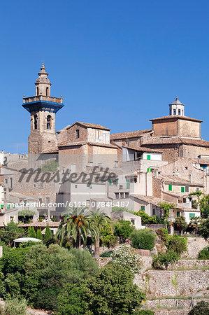 Valldemossa (Valldemosa) with parish church Sant Bartomeu, Majorca (Mallorca), Balearic Islands, Spain, Mediterranean, Europe