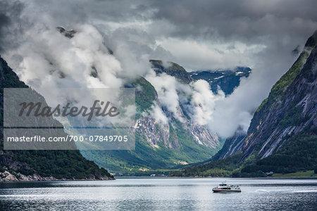 Ferry crossing water, Eidfjord, Hardangerfjord, Hardanger Region, Hordaland, Western Norway, Norway