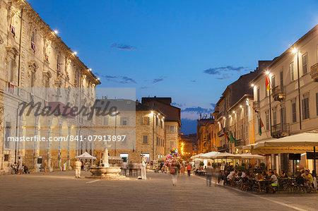 Piazza Arringo at dusk, Ascoli Piceno, Le Marche, Italy, Europe