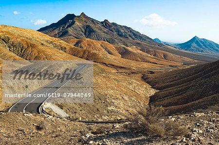 View southwest to Mount Cardon and Pico de la Zarza beyond en route from La Pared to Pajara, Cardon, Fuerteventura, Canary Islands, Spain, Europe