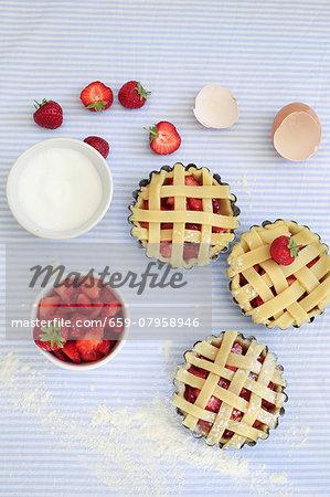 Unbaked strawberry tarts