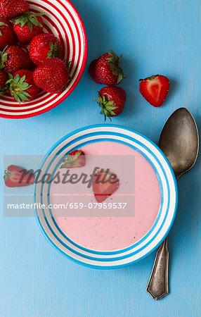 Strawberry cream and fresh strawberries