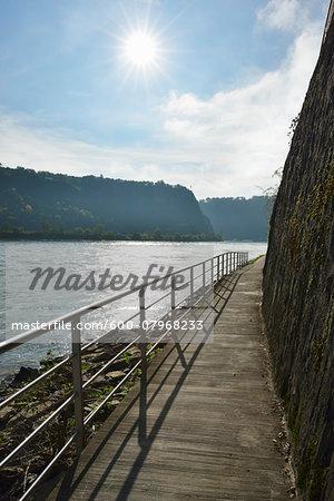 Rhine Valley Path with Sun, Sankt Goarshausen, Loreley, Rhein-Lahn-Kreis, Rhineland-Palatinate, Germany