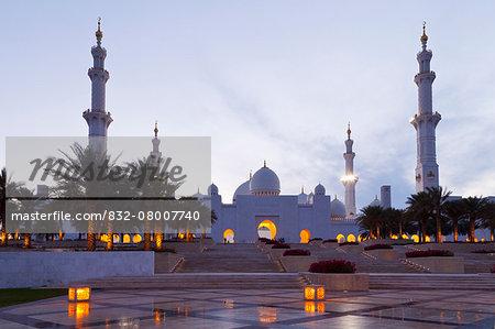 Sheikh Zayed Grand Mosque at dusk; Abu Dhabi, United Arab Emirates