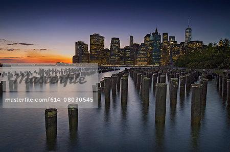 Night view of Lower Manhattan from Brooklyn Heights Promenade, New York, USA