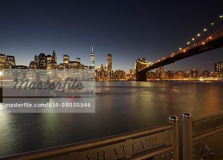 Night view of Brooklyn Bridge, New York, USA