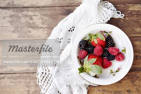 Fresh fruits in bowl