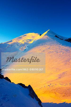Europe, France, Haute Savoie, Rhone Alps, Chamonix Valley, Mont Blanc 4810m, climbers on Mt Blanc, sunrise