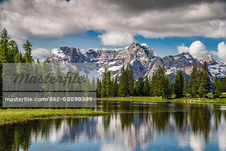 Lake Antorno with Sorapis mountain group behind, Dolomites, Cadore, Veneto, Italy