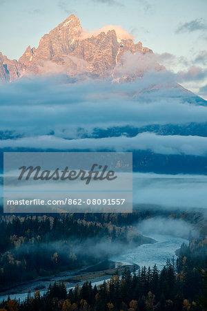 USA, Wyoming, Rockies, Rocky Mountains, Grand Teton, National Park, the Tetons at down at Snake river overlook