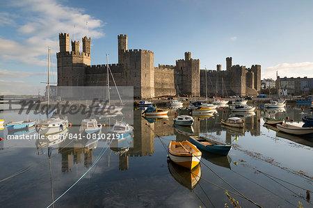 Caernarfon Castle,UNESCO World Heritage Site, on the River Seiont, Caernarfon, Snowdonia, Gwynedd, Wales, United Kingdom, Europe