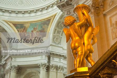 France. Paris 7th district. Invalides. The church Saint Louis des Invalides, built between 1677 and 1706. Architect: Jules Hardouin-Mansart. Angels decorating the high altar