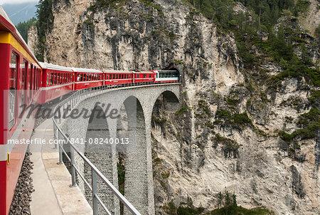 Landwasser Viaduct, Filisur, Albula railway on the Glacier Express route, UNESCO World Heritage Site, Switzerland, Europe