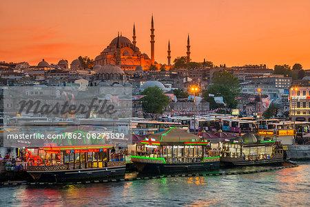 Suleymaniye Mosque and city skyline at sunset, Istanbul, Turkey